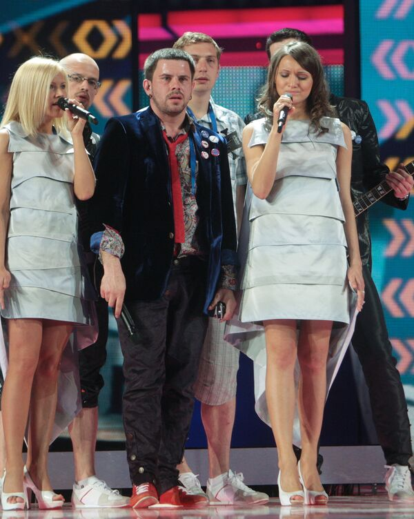 Латвийский певец Интарс Бусулис в СК Олимпийский во время репетиции
