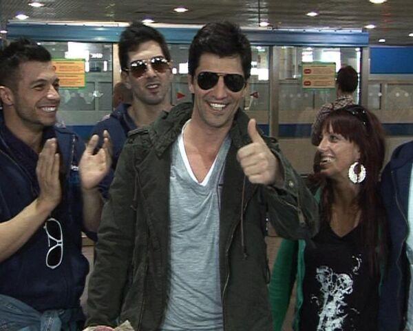 Греческий участник Евровидения Сакис Рувас устроил шоу в аэропорту