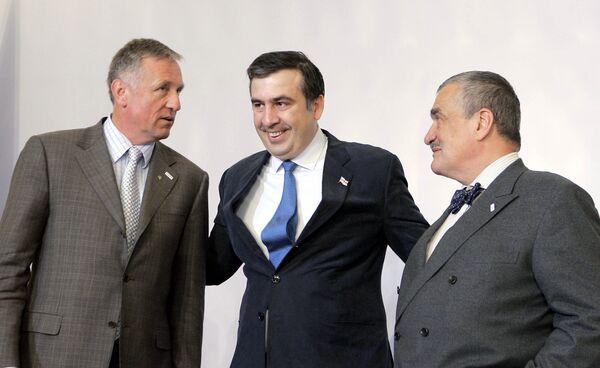 Мирек Тополанек, Михаил Саакашвили и Карел Шварценберг на учредительном саммите инициативы Евросоюза «Восточное партнерство» в Праге
