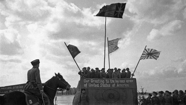 Митинг по случаю встречи на Эльбе советской и американской армий в конце Великой Отечественной войны