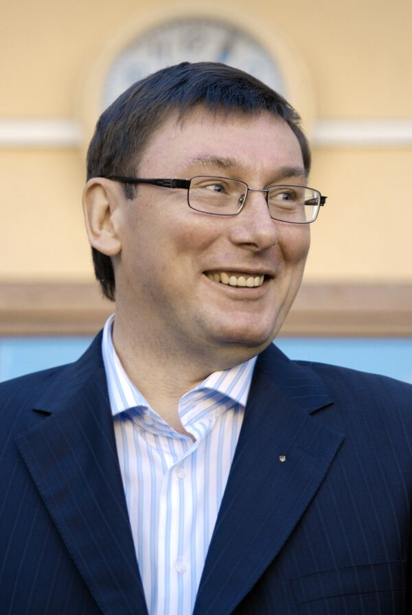 Глава МВД Украины выиграл суд у газеты, сообщившей о его пьяном дебоше