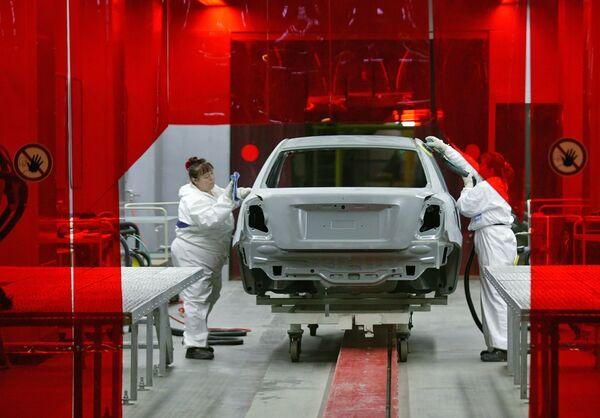 Сборка автомобилей Chevrolet Lacettii на заводе автоконцерна General Motors. Архив