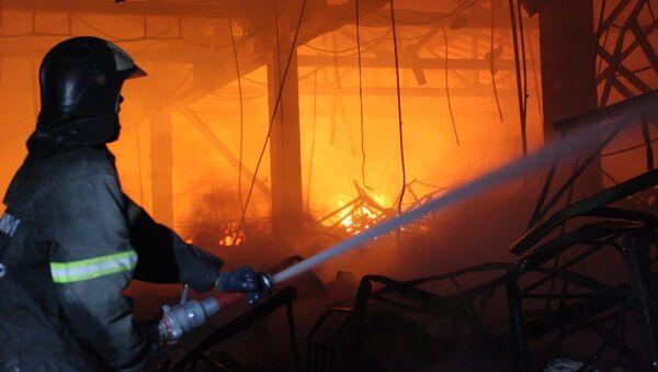 Вещевой рынок в Днепропетровске охвачен огнем, есть пострадавшие