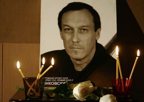 Портрет Олега Янковского в вестибюле театра Ленком