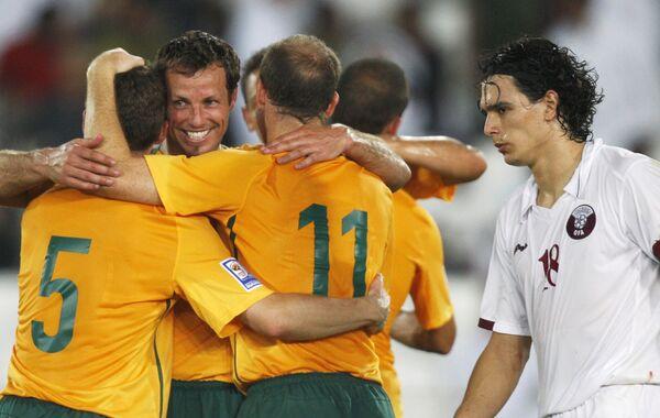 Сборная Австралии празднует выход в финальную часть ЧМ-2010 по футболу после ничьей с Катаром
