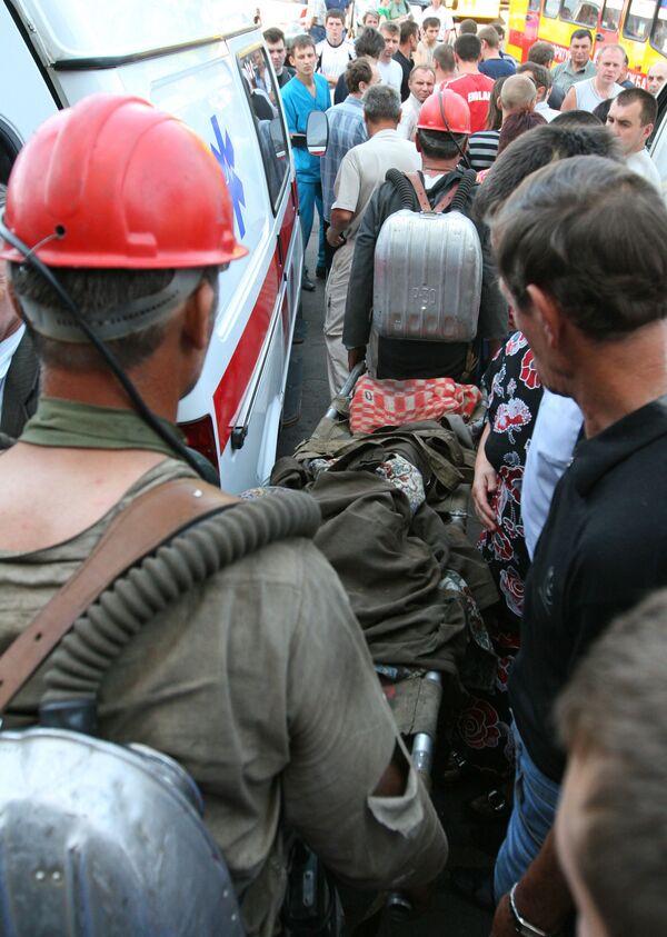 Спасатели эвакуируют почти 400 горняков украинской шахты из-за пожара