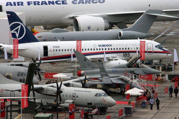 Российский самолет Sukhoi Superjet 100 в Ле-Бурже. Архив