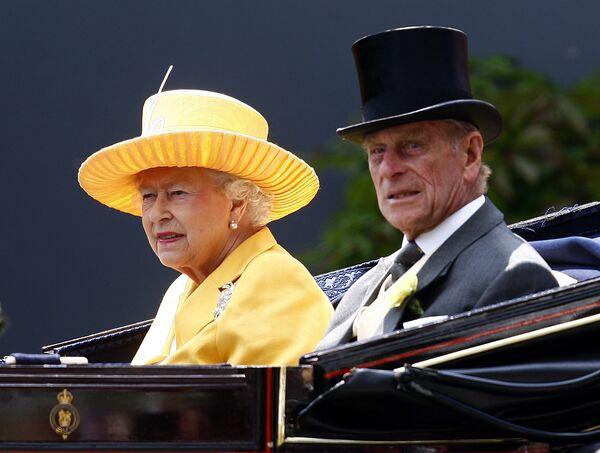 Королева Елизавета II и принц-консорт Филипп, герцог Эдинбургский на скачках Royal Ascot