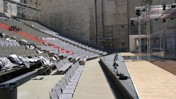 Почетный двор папского дворца - главная площадка театрального фестиваля в Авиньоне