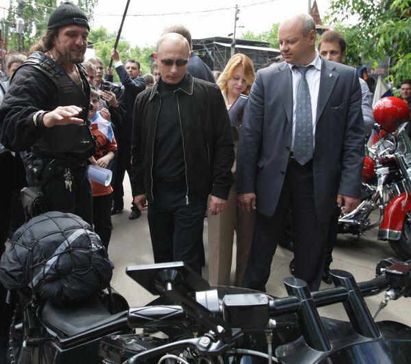 В.Путин посетил мотоклуб Ночные волки в Москве