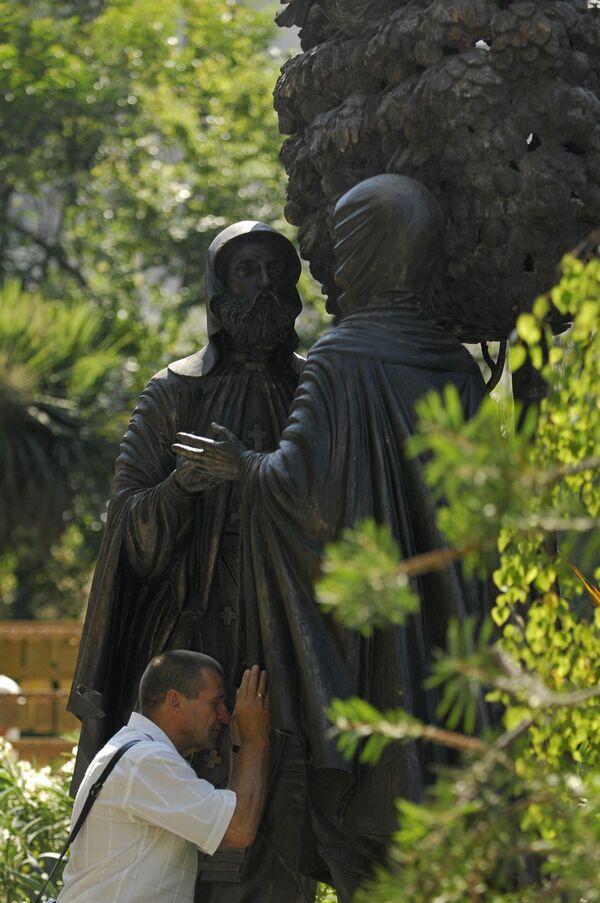 Памятник Петру и Февронье в Сочи
