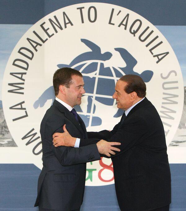Дмитрий Медведев и Сильвио Берлускони на саммите большой восьмерки G8-2009