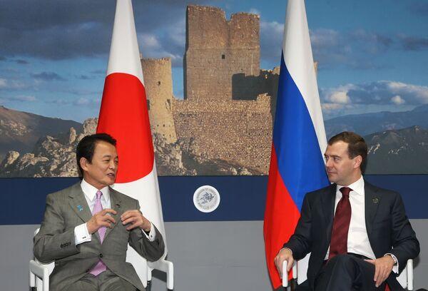 Президент РФ Д.Медведев и премьер-министр Японии Т.Ассо