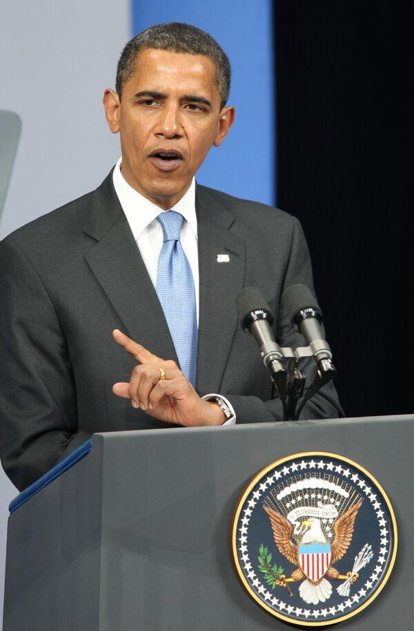 Президент США Барак Обама осудил теракт, совершенный в понедельник в Назрани, и выразил соболезнования российскому правительству и семьям жертв.