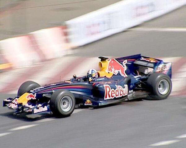 Авария спорткара приостановила гонки Формулы-1 в Москве