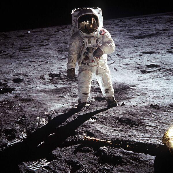 Американский астронавт Эдвин Олдрин на Луне