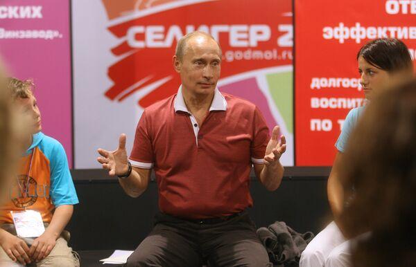 Владимир Путин посетил Всероссийский молодежный образовательный форум Селигер-2009