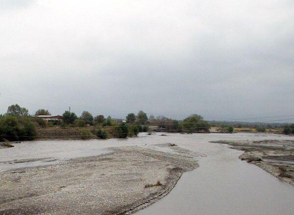 Стихия после прорыва дамбы в поселке Карамкен смыла запасы топлива