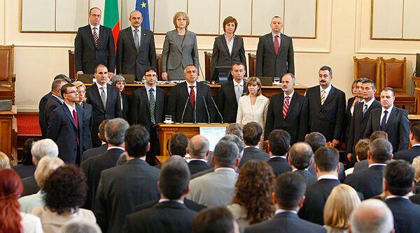 Шестнадцать министров и глава кабинета Бойко Борисов были приведены к присяге в Болгарии