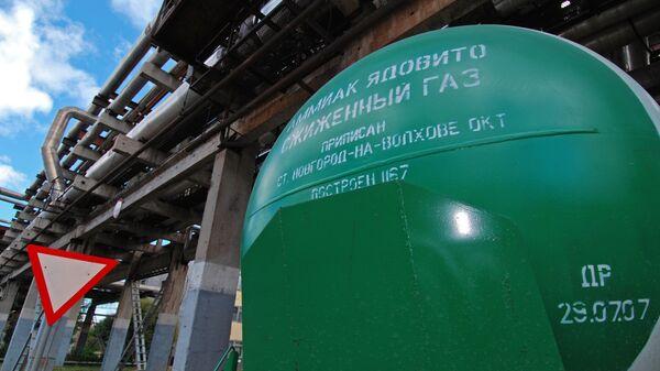 Сжиженный газ в цистернах на территории ОАО «Акрон»