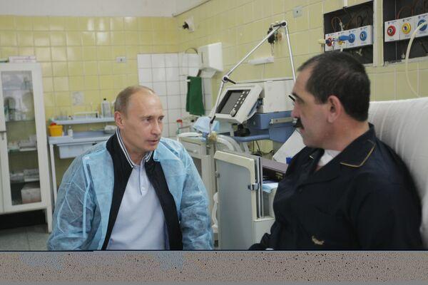 В.Путин посетил в больнице президента Ингушетии Юнус-Бек Евкурова