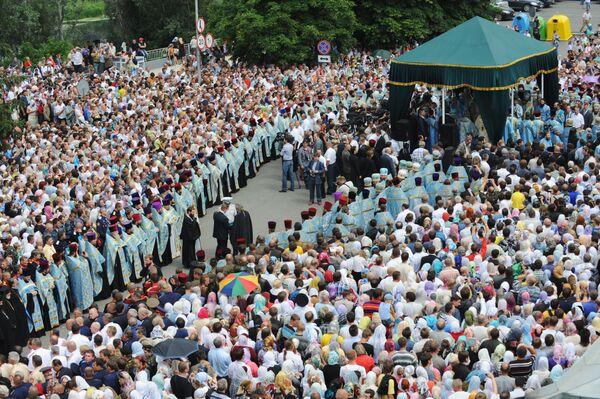 Десятки тысяч паломников в Почаевской Лавре молились вместе с патриархом
