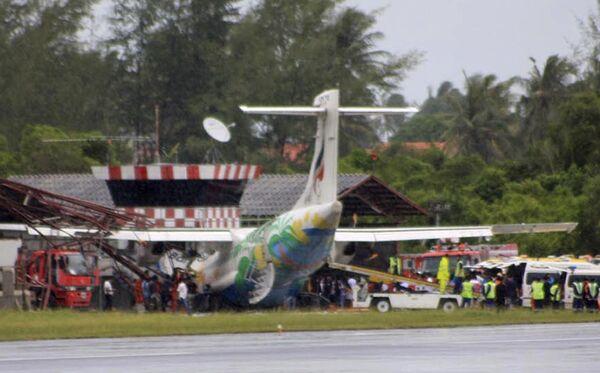 Пассажирский самолет авиакомпании Bangkok Airways в Таиланде врезался в старую вышку диспетчерской