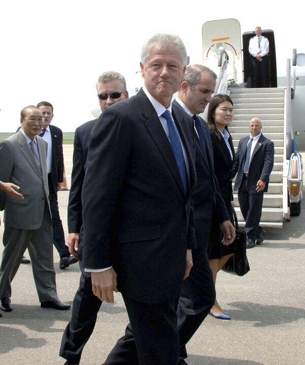 Бывший президент США Билл Клинтон прибыл в КНДР