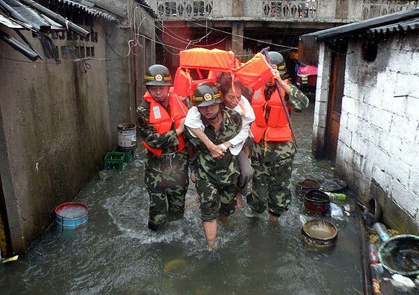 Военные спасли около 260 тайваньцев в районе схода оползня