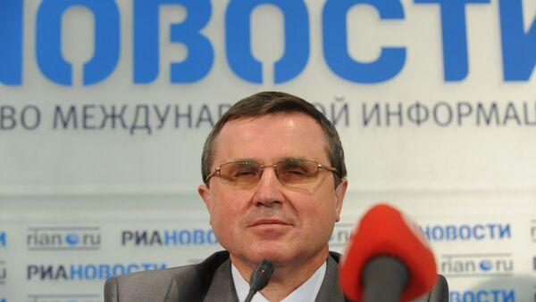 Олег Смолин