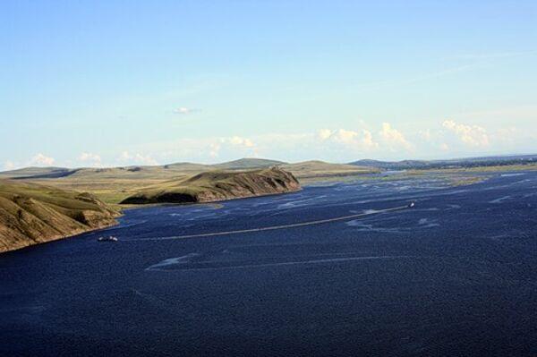 Боновые заграждения на реке Енисей для улавливания масляного пятна
