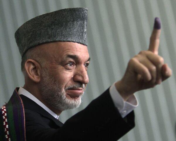 Действующий президент Афганистана Хамид Карзай после голосования на выборах