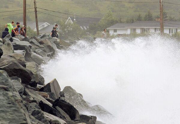 Купальщик стал первой жертвой урагана Рик в Мексике