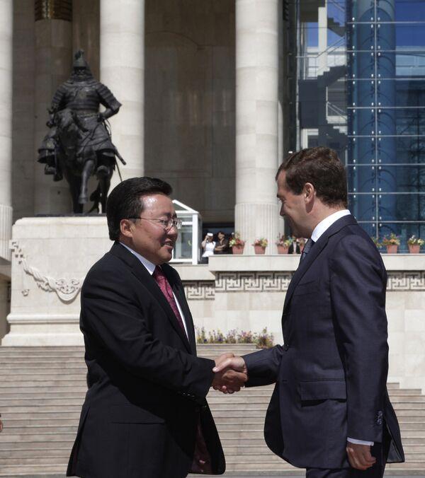 Президент России Дмитрий Медведев и президент Монголии Цахиагийн Элбэгдорж