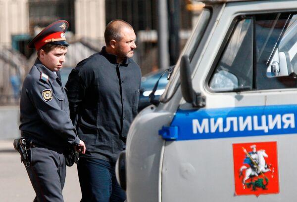 Подозреваемый в захвате сухогруза Арктик Си у здания СКП РФ
