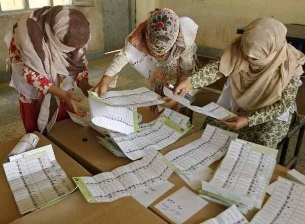 Выборы в Афганистане: Карзай лидирует, оппоненты говорят о подтасовках