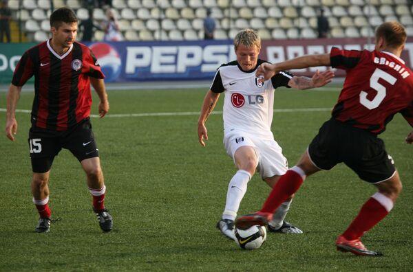 Футболисты Амкара Миклош Гаал (слева) и Никола Дринчич (справа)