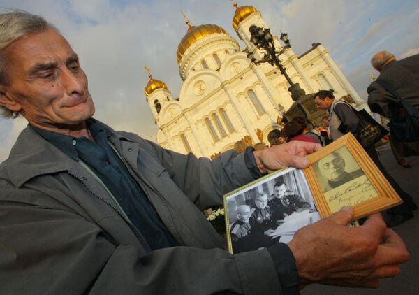 Прощание с писателем Сергеем Михалковым в Храме Христа Спасителя