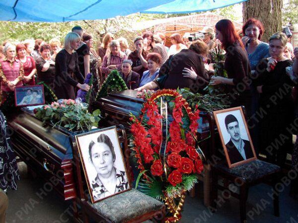 Похороны погибших в результате захвата боевиками школы
