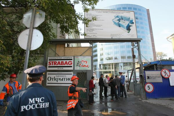 На месте обрушения подземной парковки в Москве