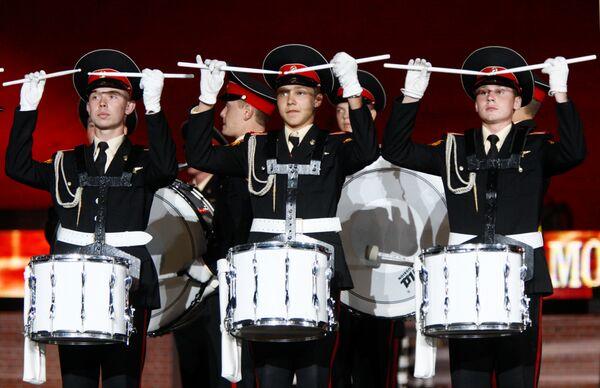 Репетиция фестиваля военно-музыкальных оркестров Спасская башня прошла на Красной площади в Москве