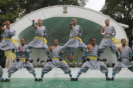 Выступление учеников монастыря Шаолинь