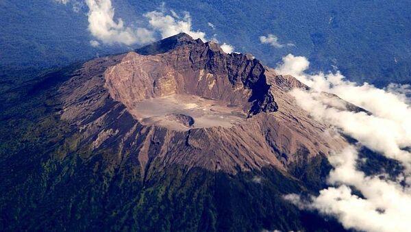Вулкан Раунг на острове Ява. Архив