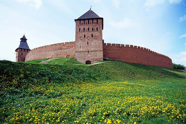 Крепостные стены Новгорода