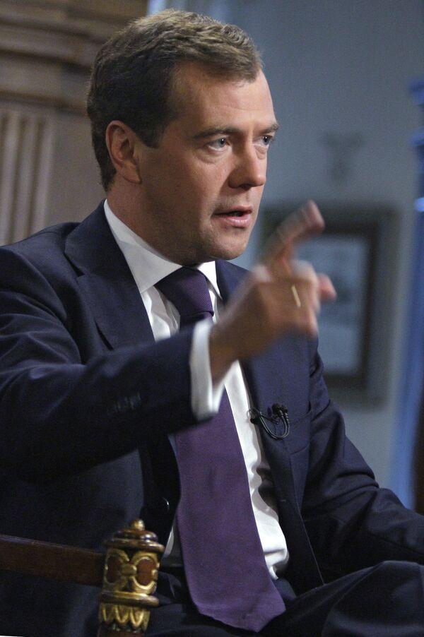 Россия и Сингапур создали Межправкомиссию по экономическому и научно-техническому сотрудничеству, сказал президент РФ Дмитрий Медведев на встрече с росийскими и сингапурскими деловыми кругами.