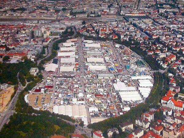 Общий вид на Терезины луга, где проходит традиционный пивной праздник Октоберфест.