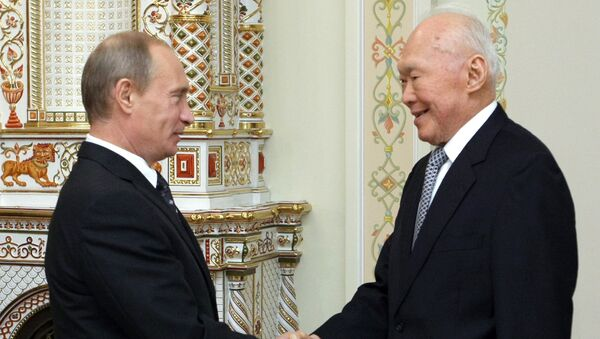 Владимир Путин и Ли Куан Ю. Архивное фото