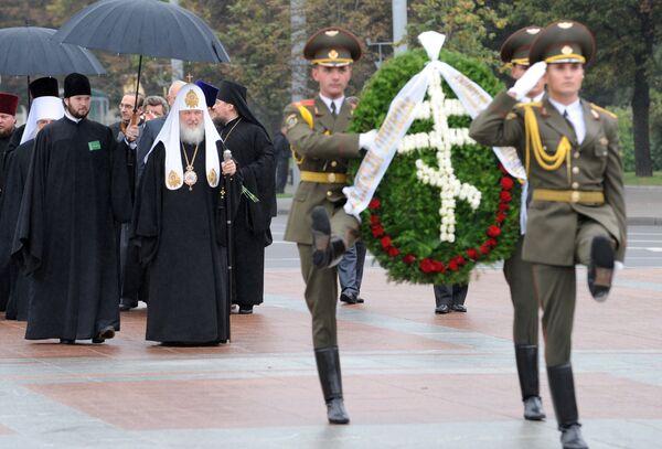 Патриарх Кирилл возложил венок к монументу Победы в Минске