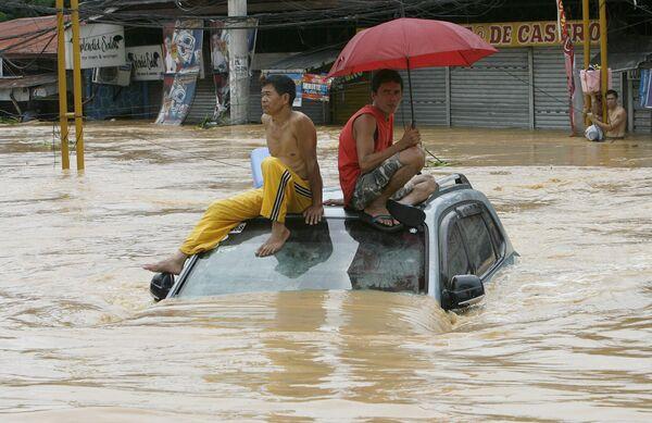 Число жертв наводнения на Филиппинах приближается к 300