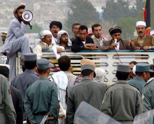 Афганские талибы похитили 18 работников избиркома и выборного штаба
